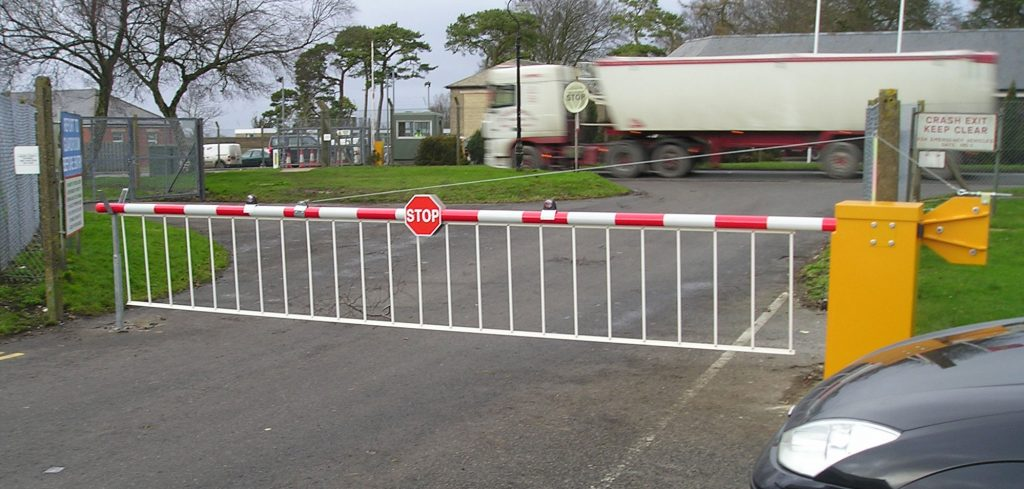 EB950-security-barrier-with-drop-skirt