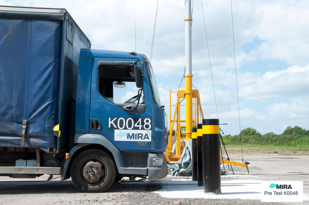 S40 Scimitar Bollards