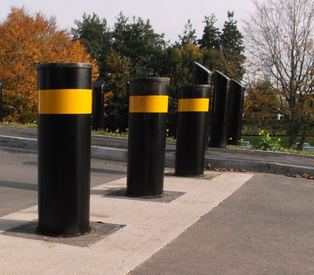 SB970CR bollards - PAS 68 impact tested active bollards